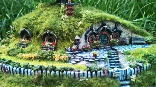 Hobbit House with WindowsAdd a Hobbit House to your Fairy Garden we will show you how|fairiehollow.com