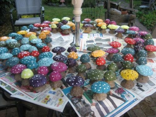 Miniature Concrete Mushrooms.Creating your Fairy Garden can begin by adding mushrooms that you can DIY|fairiehollow.com